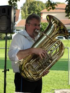 """Manfred """"Mansche"""" Walter, Tuba"""